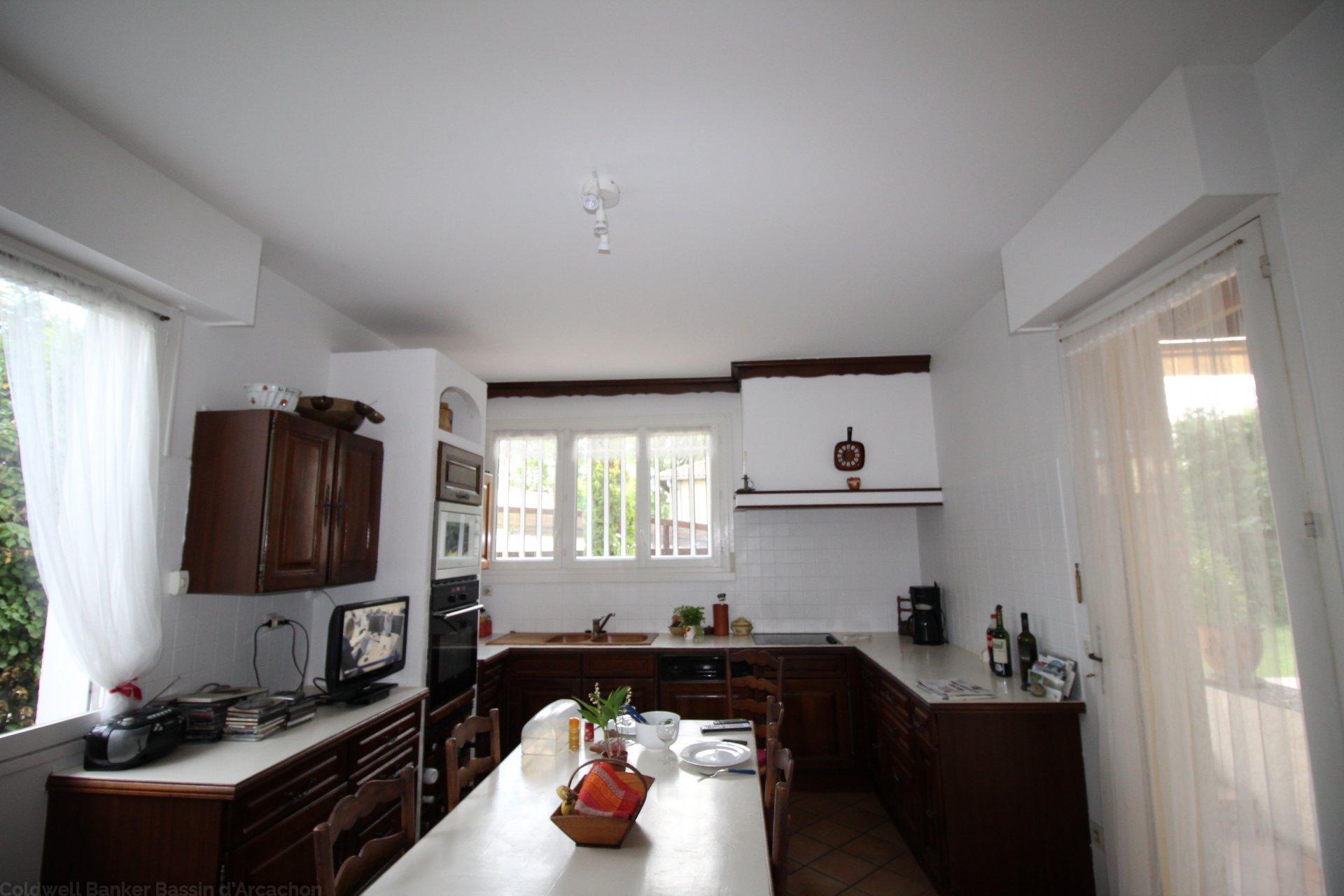 Achat maison 6 chambres 400 m2 avec jardin et piscine chauffée bordeaux caudéran