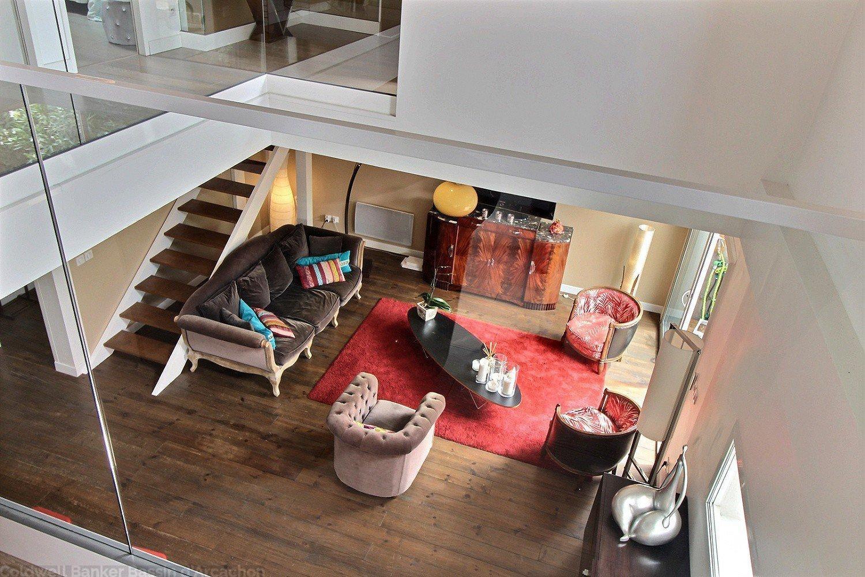 Belle maison de ville à vendre intérieur moderne décorée avec goût au centre de la teste de buch
