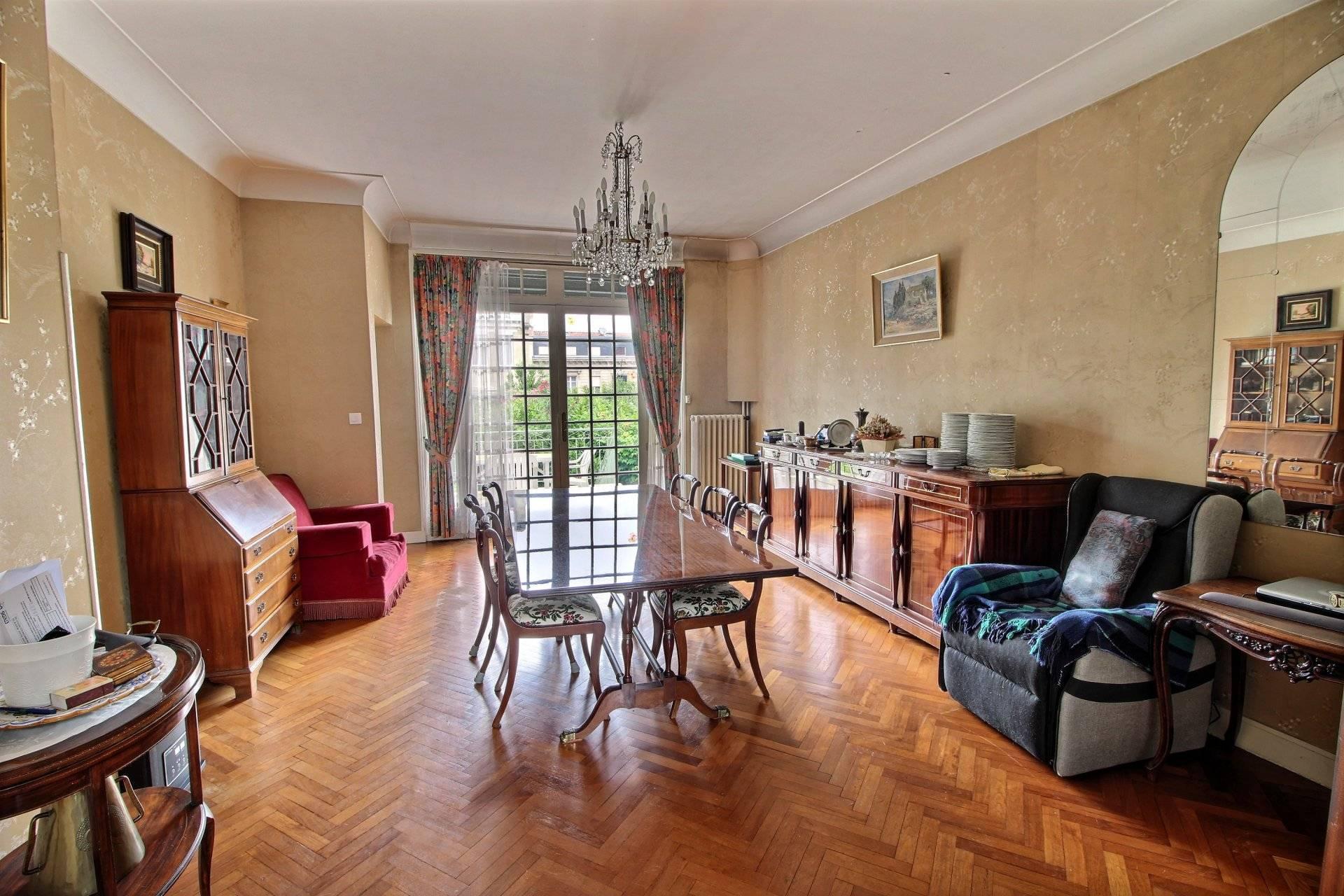 Belle maison bourgeoise en pierre a vendre BORDEAUX PARC LESCURE
