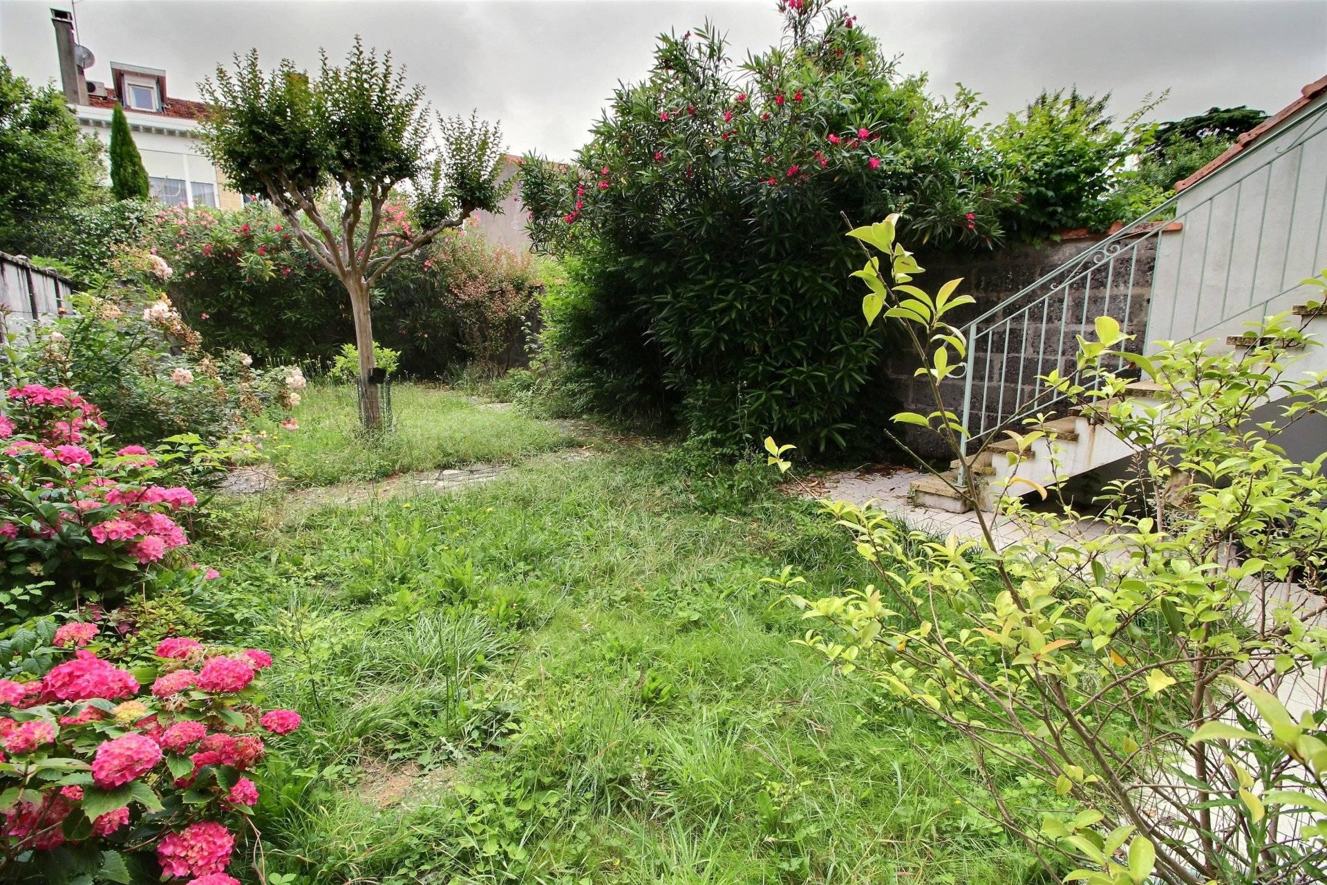 Belle maison de maitre en pierre a vendre bordeaux parc lescure coldwell banker - Belles maisons bordeaux ...