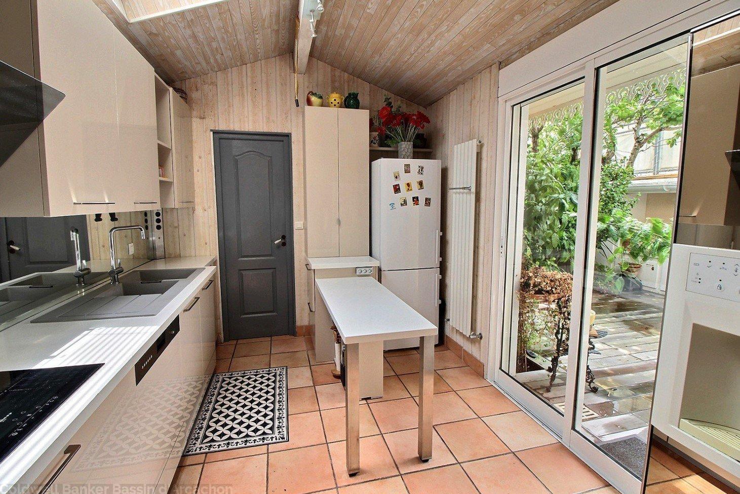 Maison familiale avec patio et beaux volumes à vendre arcachon centre ville