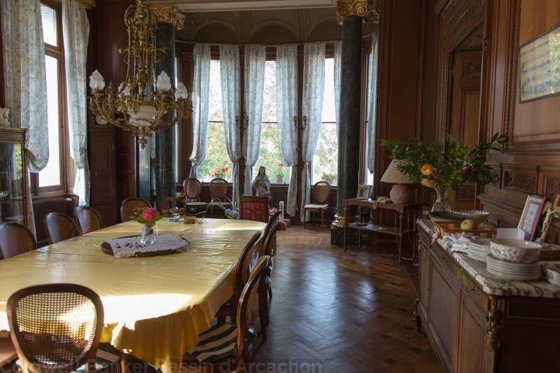 Château 1900 de 1700 m2 a vendre près de bordeaux
