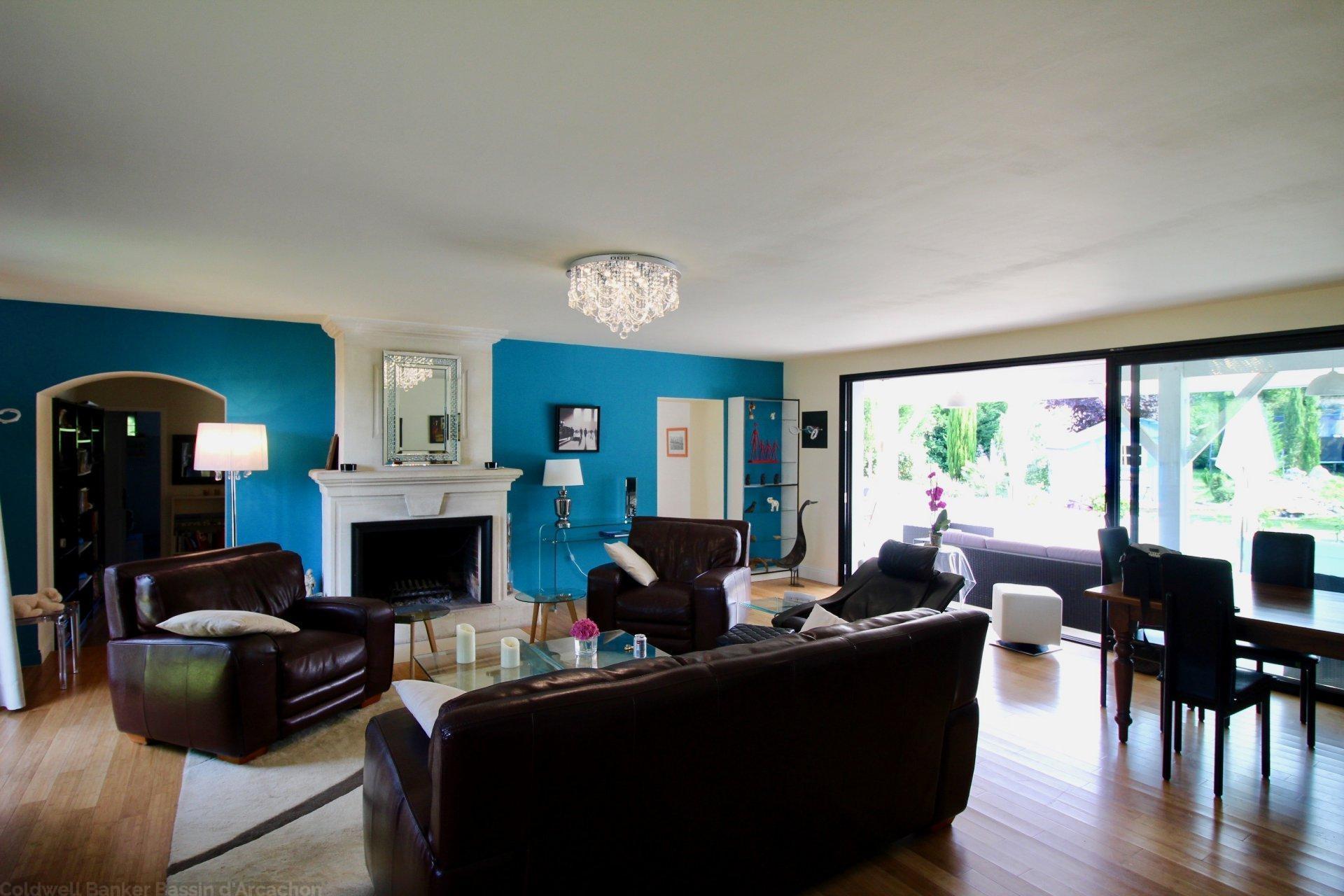 Achat maison familiale 6 chambres avec piscine 25 minutes Bordeaux centre