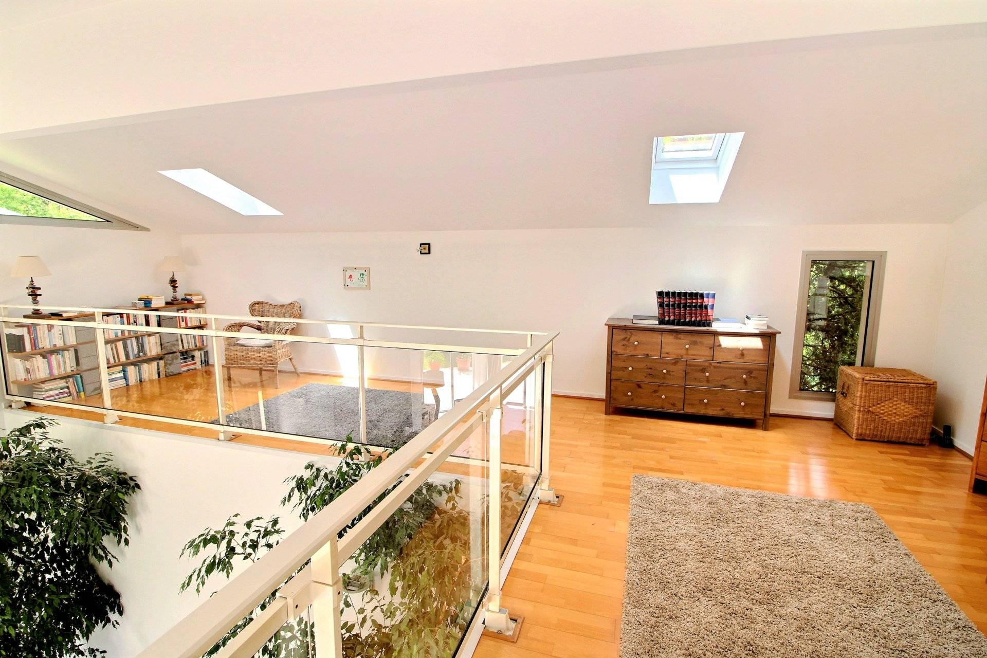 Belle maison moderne et contemporaine de plain-pied 4 chambres à ...