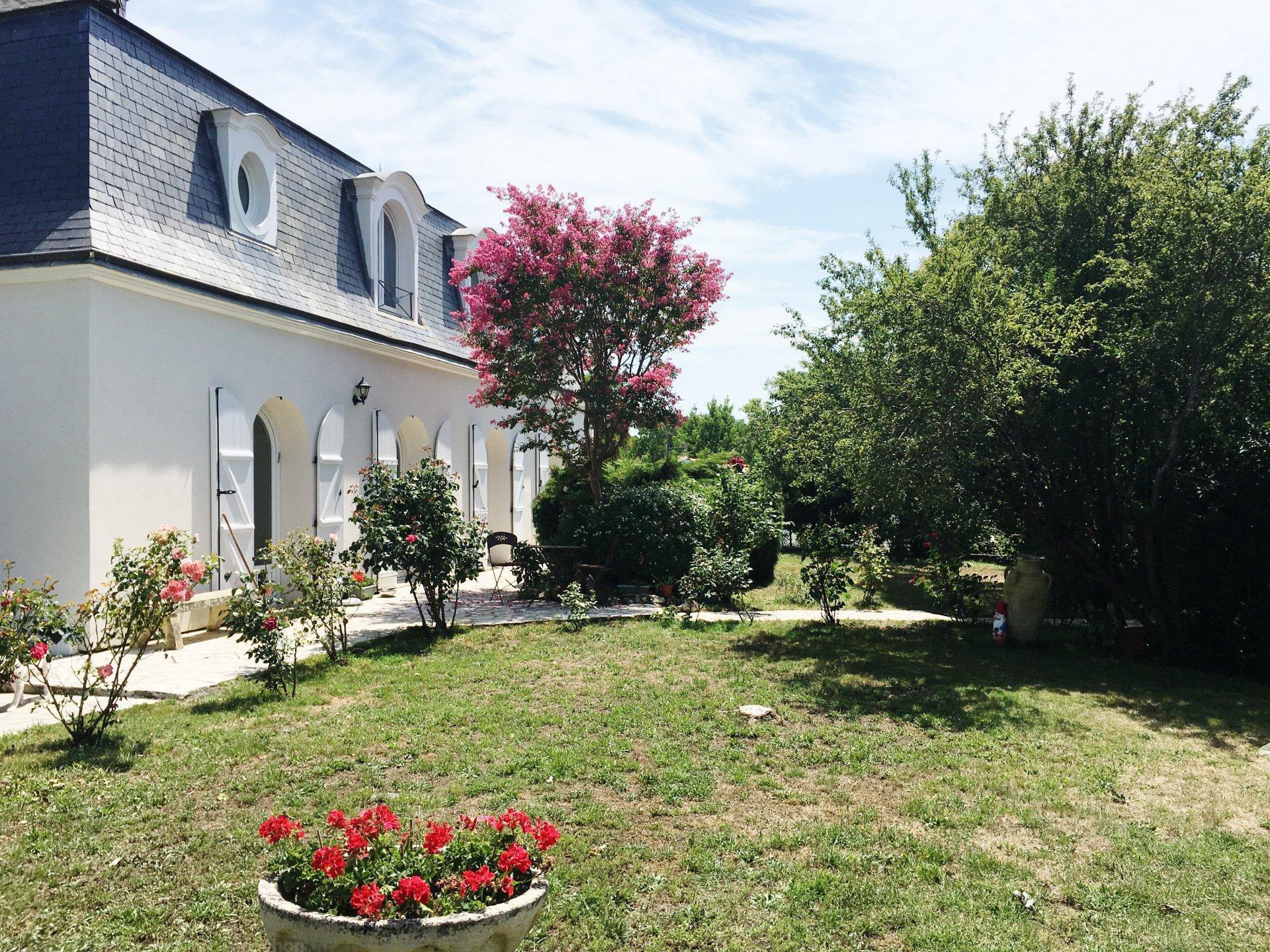 Vente belle demeure 6 chambres avec terrain et piscine chauff e proche bordeaux saint aubin du - Piscine ronde st hyacinthe bordeaux ...