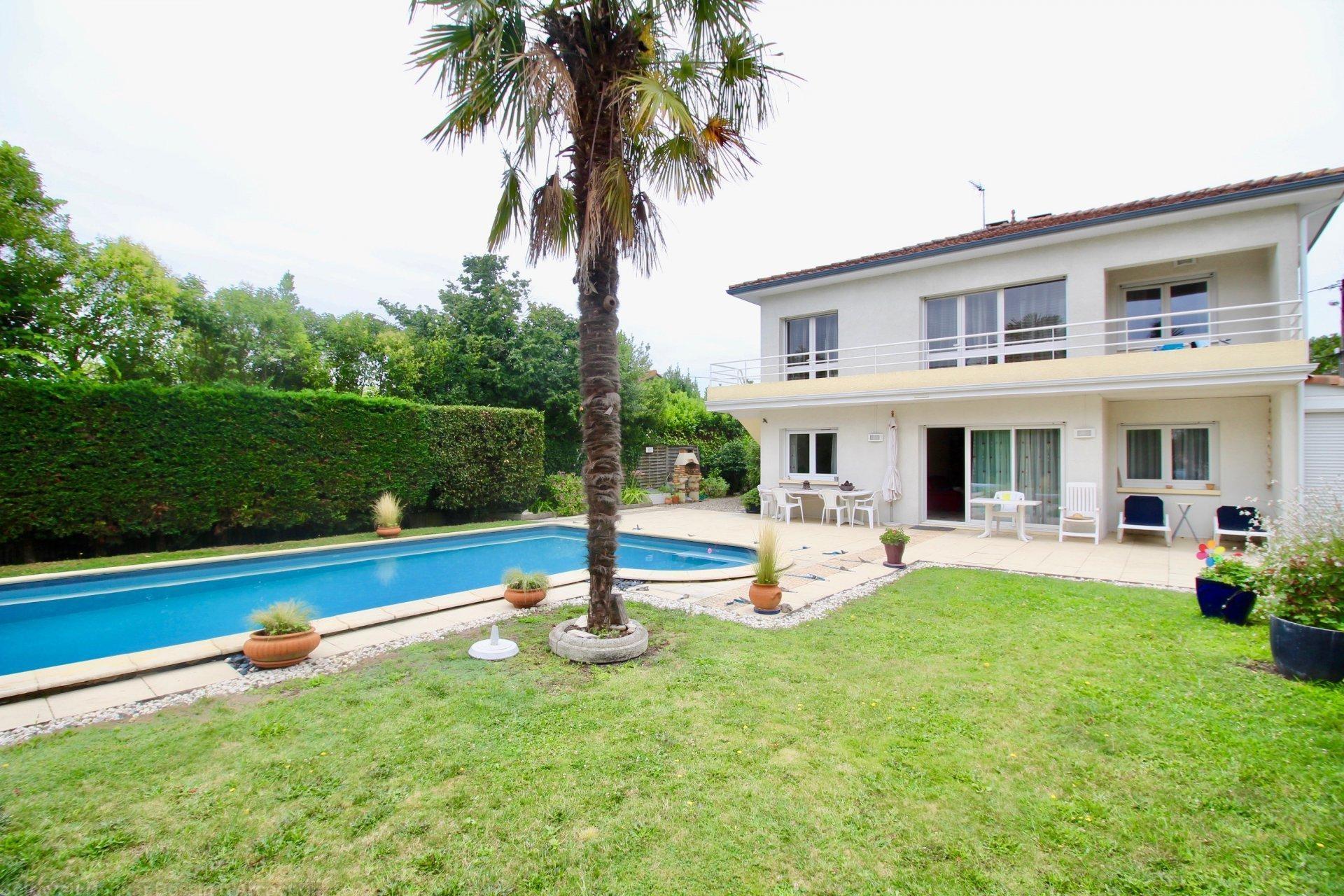 Grande maison familiale 6 chambres avec terrain et piscine a vendre bordeaux merignac