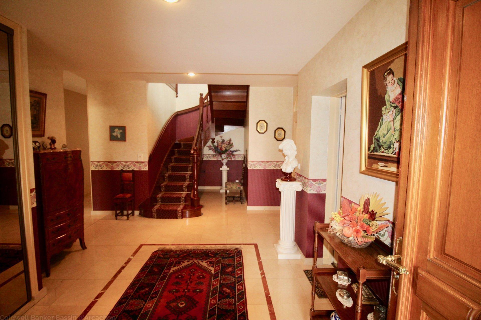 vente maison villa proche bordeaux pessac pr s du golf coldwell banker. Black Bedroom Furniture Sets. Home Design Ideas