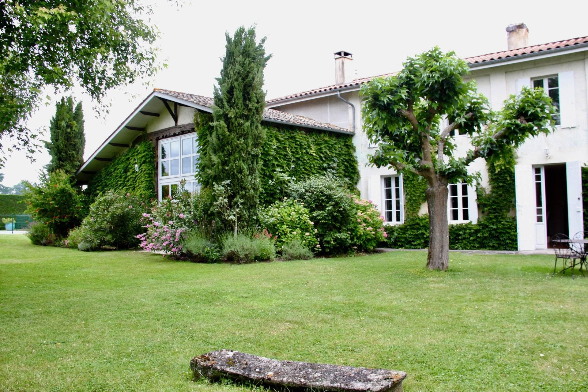 Jolie maison girondine avec piscine a vendre PROCHE BORDEAUX