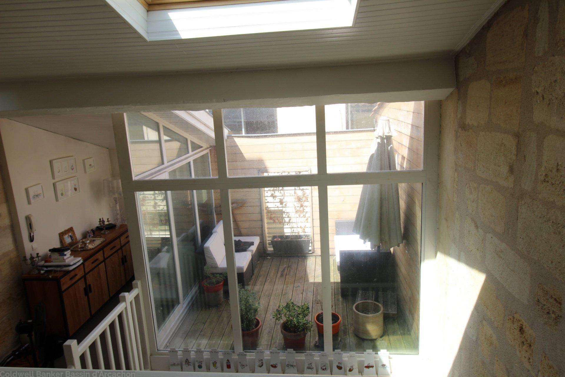 maison de ville avec terrasses et patio vendre bordeaux hyper centre coldwell banker. Black Bedroom Furniture Sets. Home Design Ideas