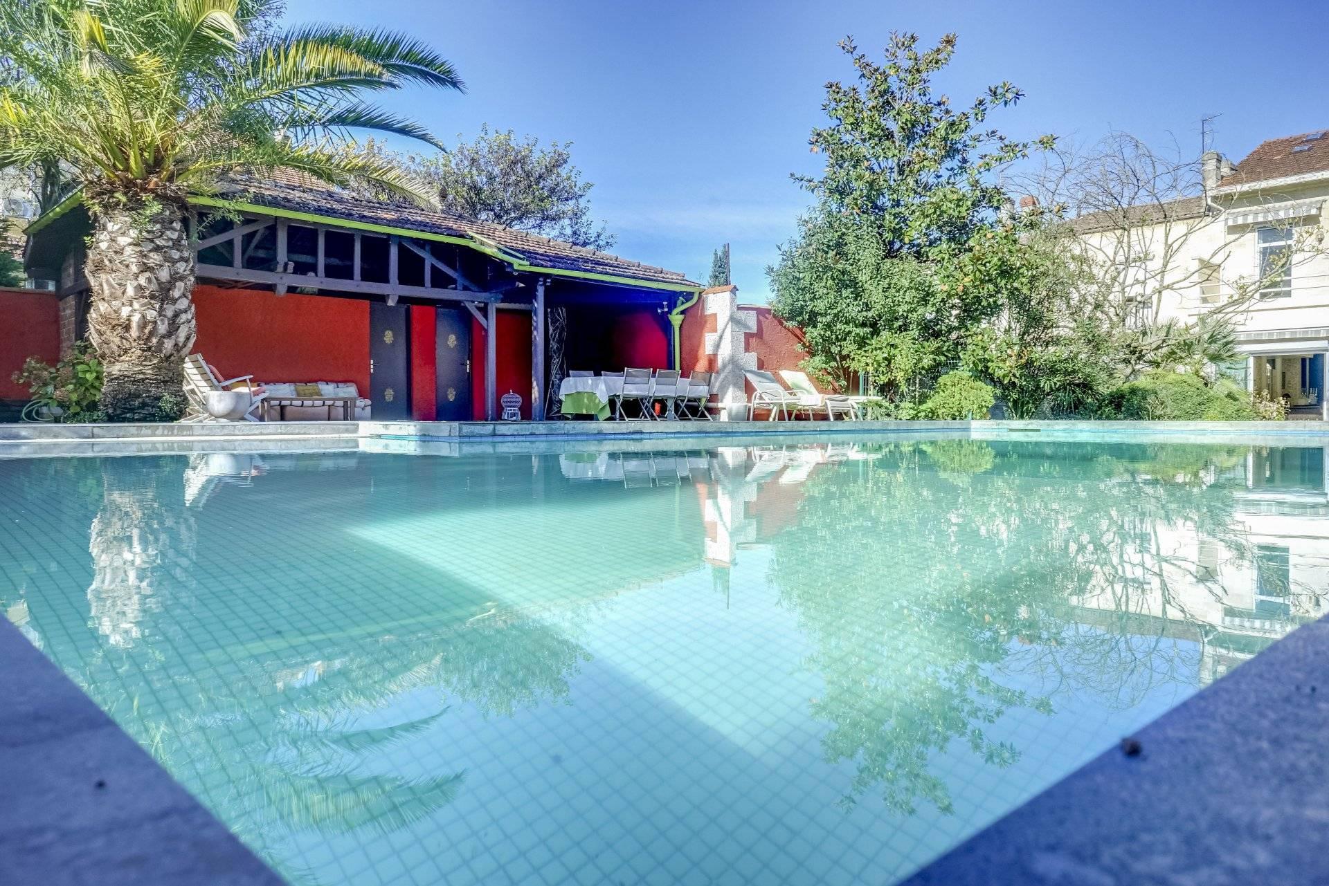 Hôtel particulier de plus de 400 m2 à vendre BORDEAUX QUARTIER SAINT AUGUSTIN