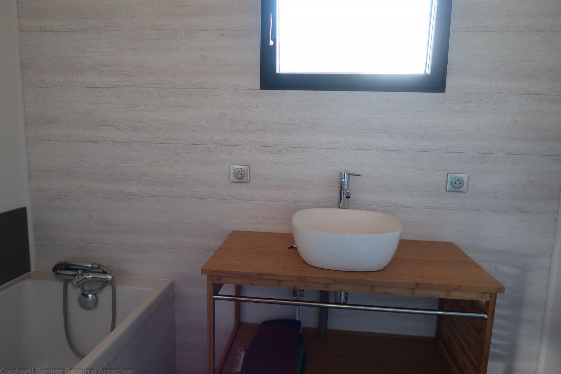 Vente belle maison familiale 5 chambres avec terrain proche bassin d'arcachon salles gironde