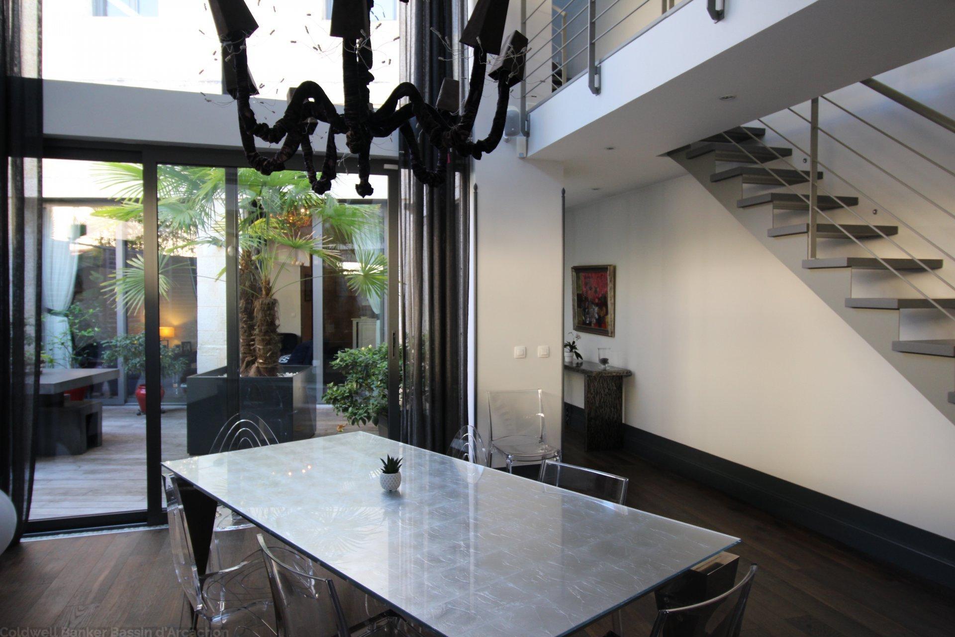 maison de ville avec terrasses vendre bordeaux centre. Black Bedroom Furniture Sets. Home Design Ideas