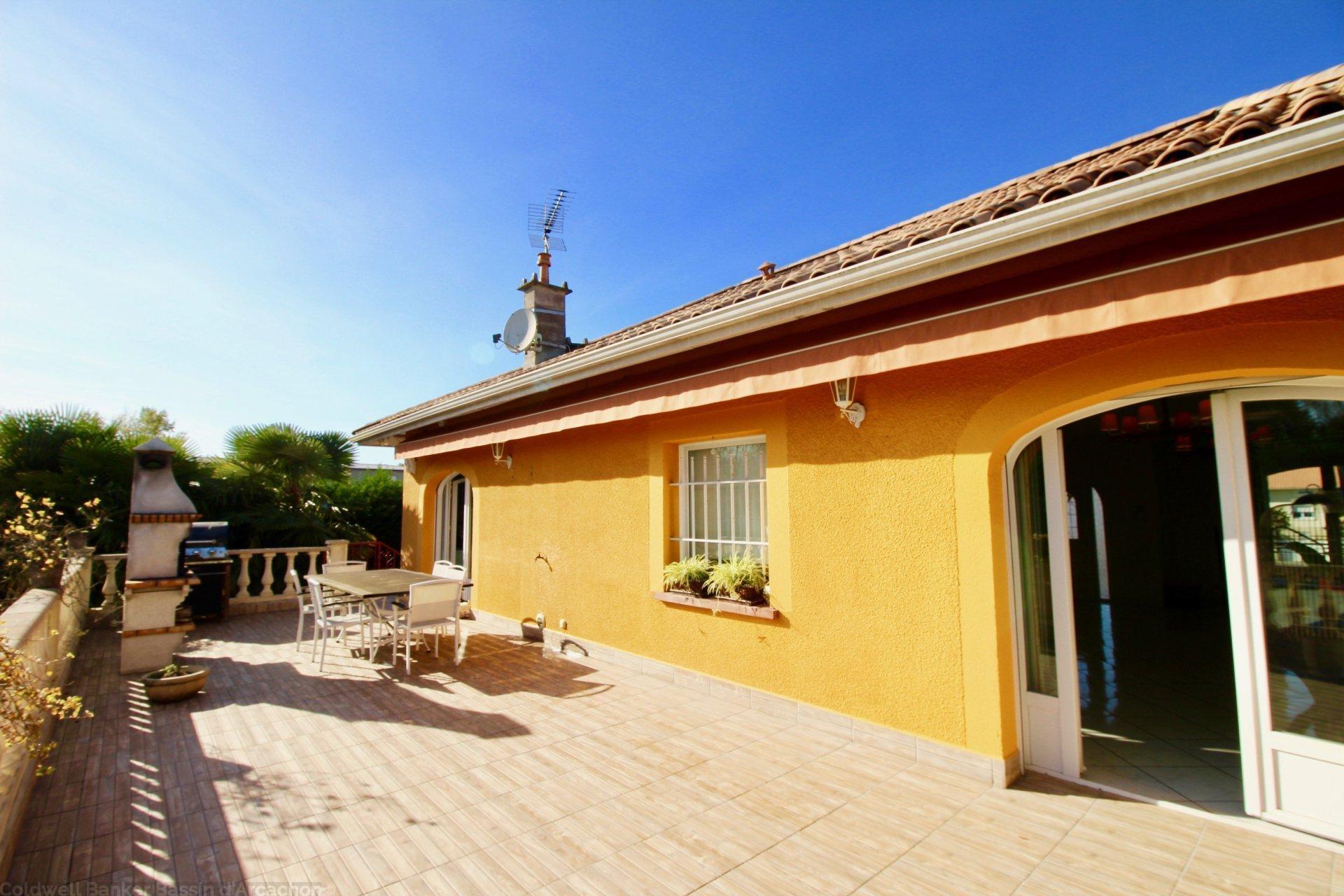 maison 5 chambres avec grand terrain et piscine chauffée a vendre pres bordeaux pessac