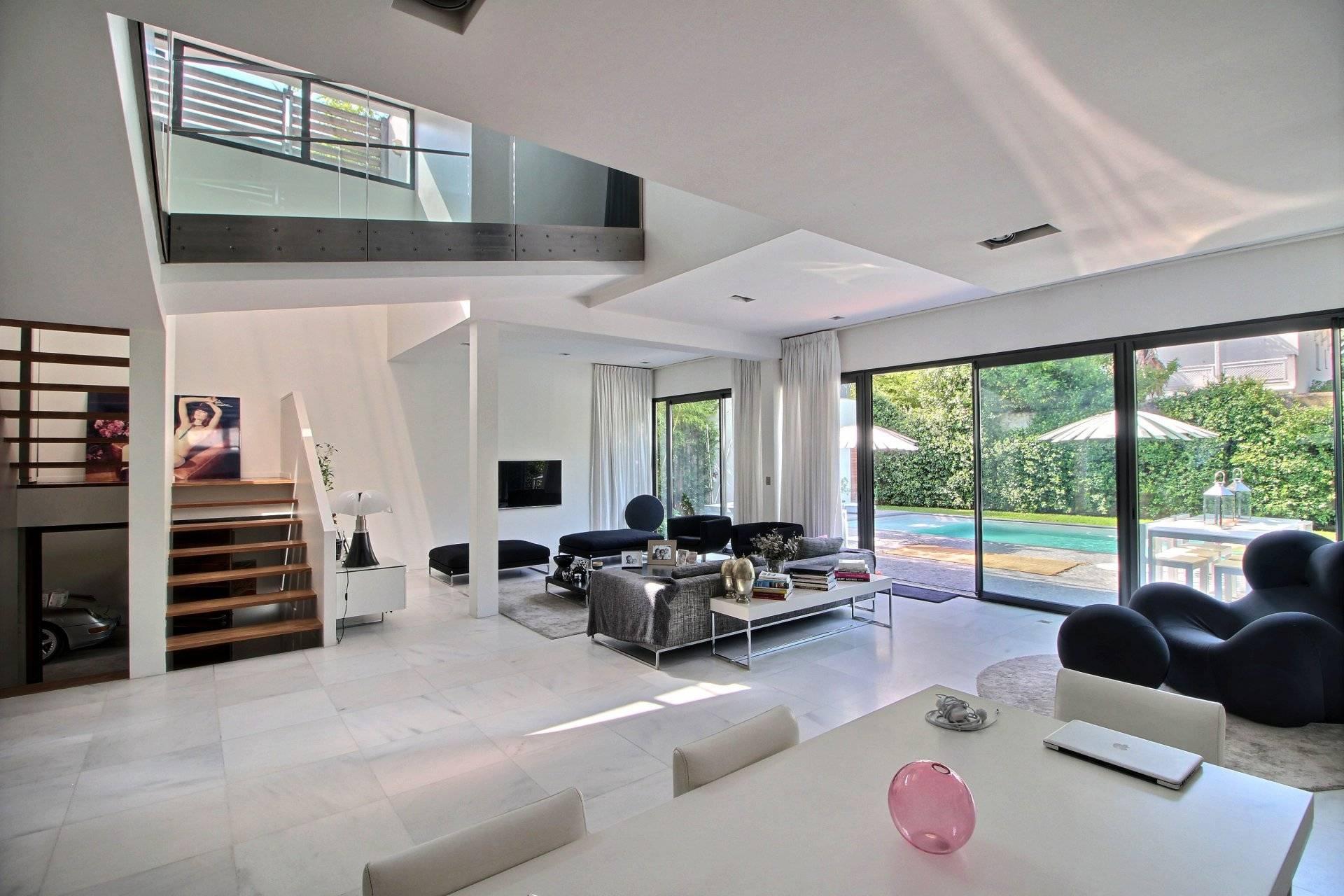 vente maison d 39 architecte 4 chambres avec piscine a vendre. Black Bedroom Furniture Sets. Home Design Ideas
