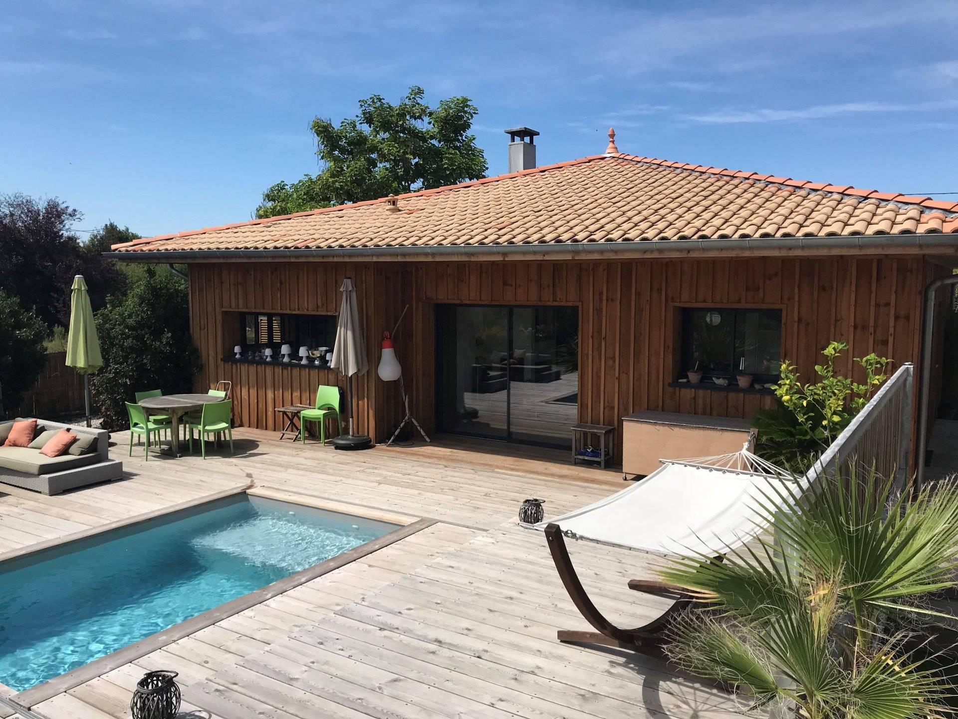 Belle maison de plain-pied bardage bois avec piscine à vendre PORT ...