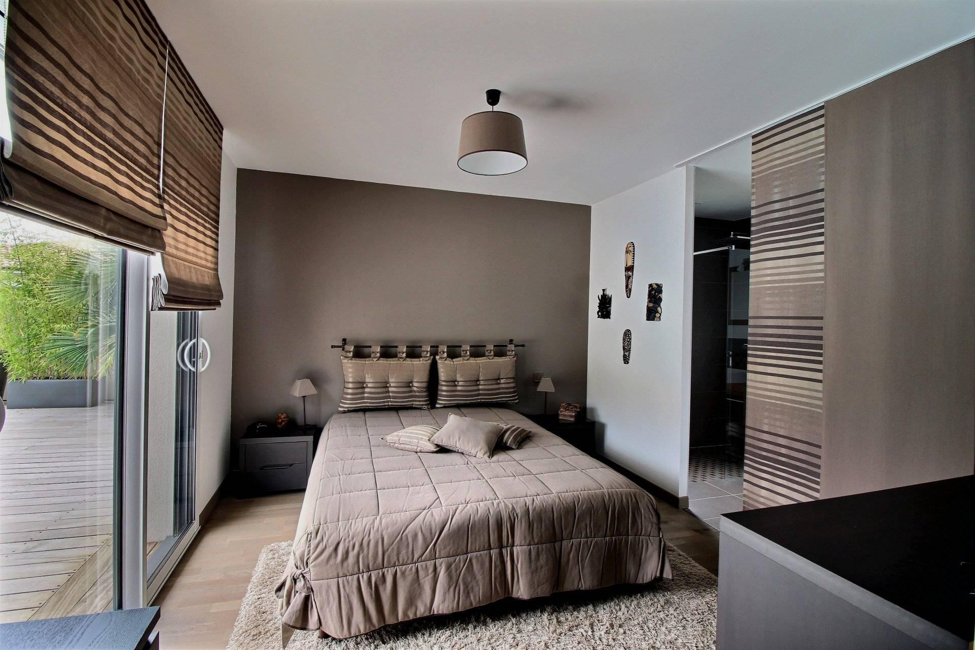 Belle maison contemporaine plain pied 3 chambres avec - Chambre d hote piscine chauffee ...