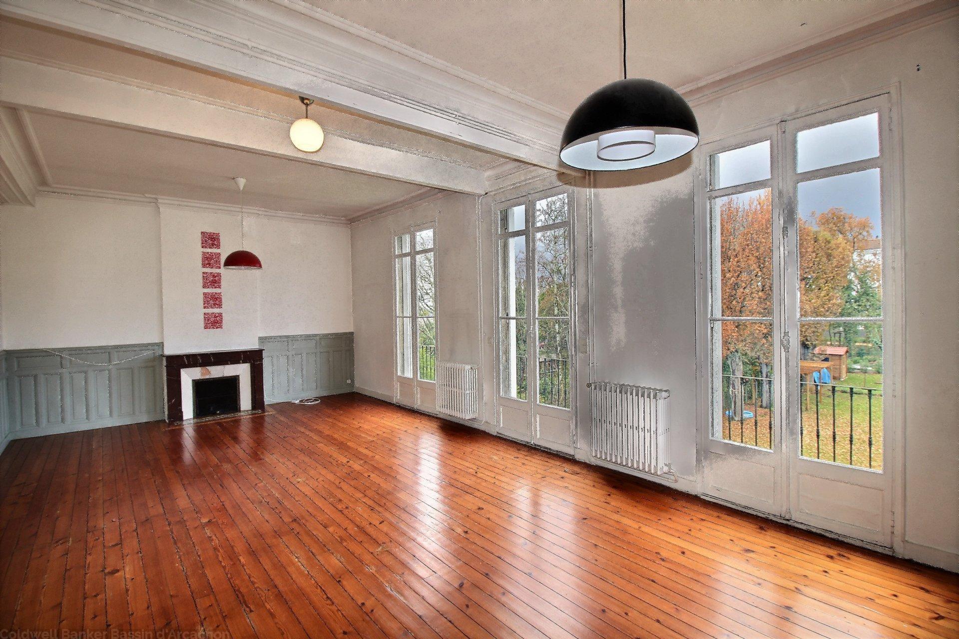 appartement 5 chambres vendre bordeaux entre barri re saint m dard et barri re du medoc. Black Bedroom Furniture Sets. Home Design Ideas