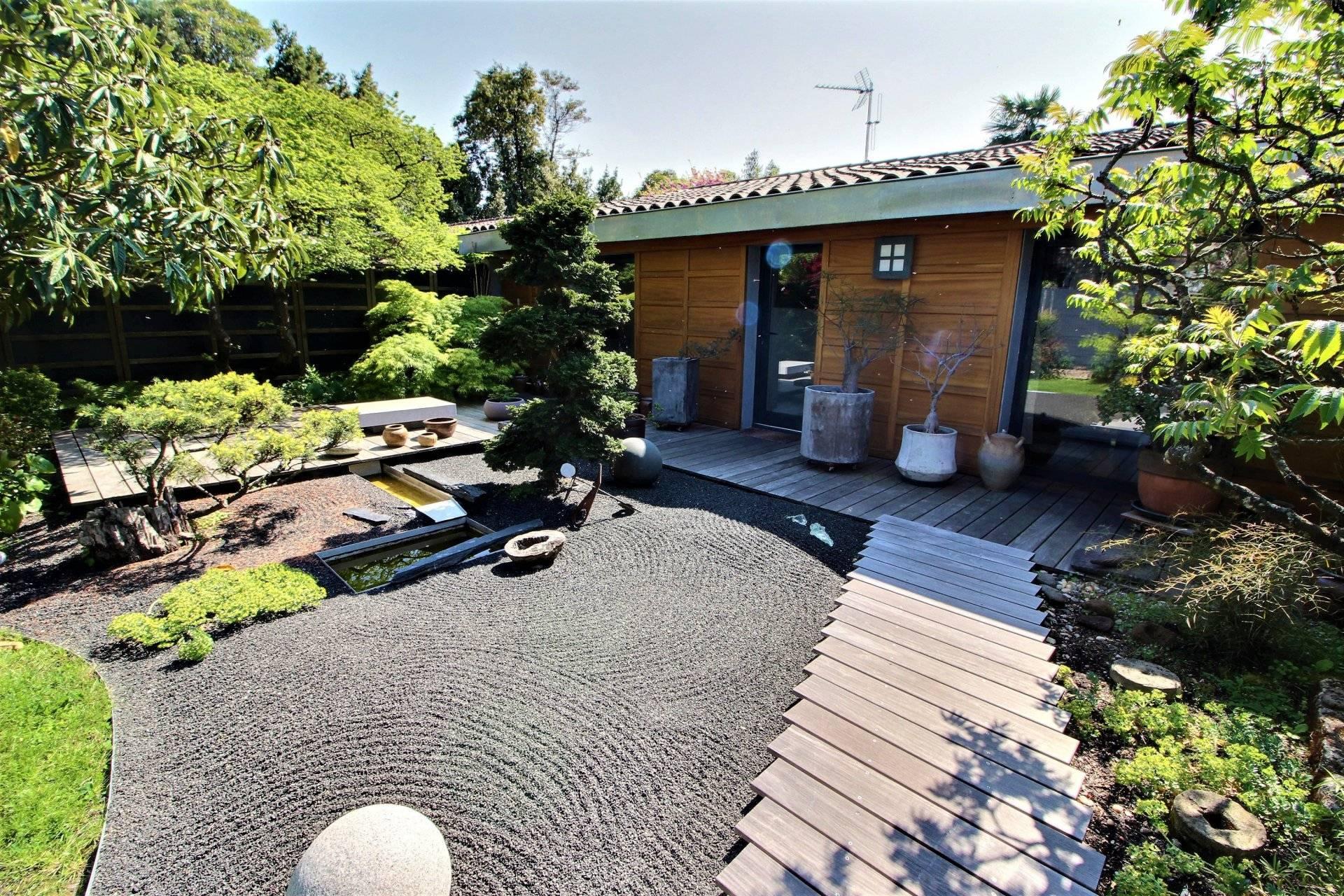 Magnifique maison contemporaine avec jardin à vendre ...