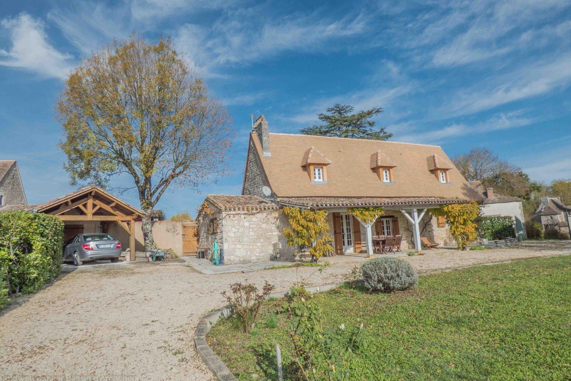 Maison pierre avec grand terrain a vendre proche villereal beaumont du perigord issigeac