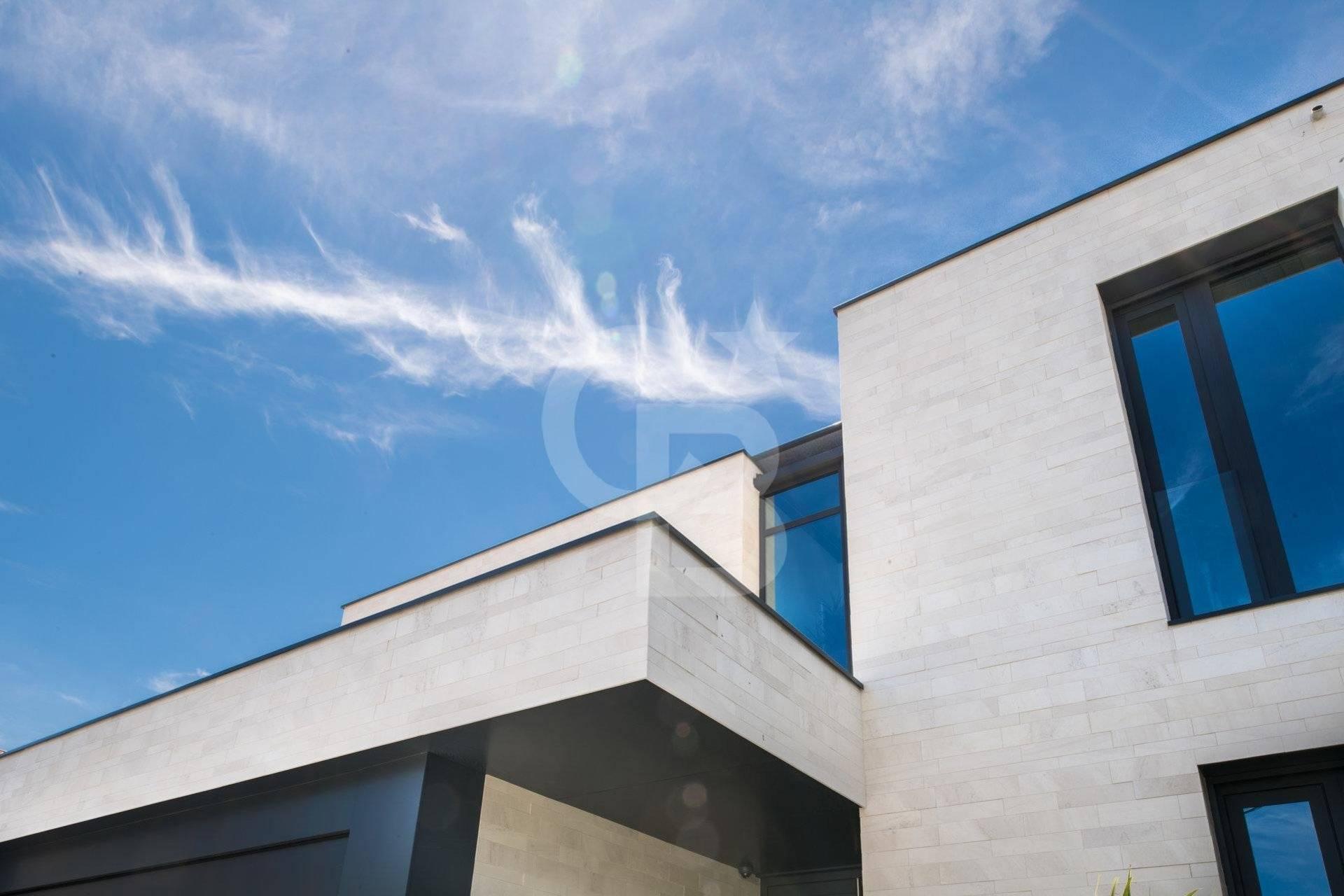 Maison d'architecte contemporaine haut de gamme à vendre proche PESSAC CENTRE - Coldwell Banker