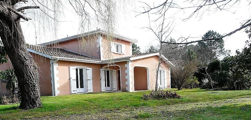 Grande villa familiale avec beau terrain à vendre LEGE-CAP-FERRET