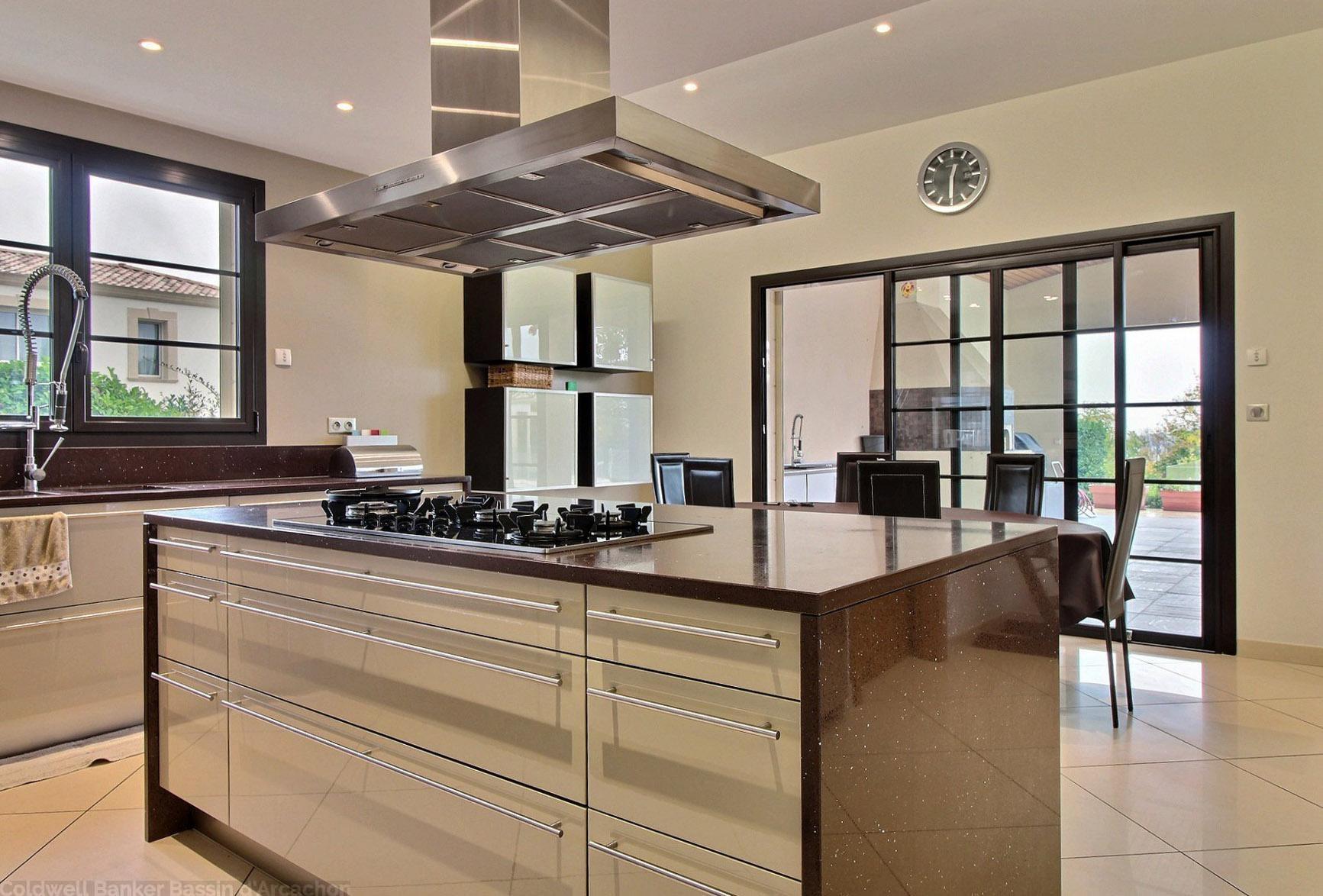 Villa haut de gamme 6 chambres avec piscine a vendre dordogne proche perigueux trélissac