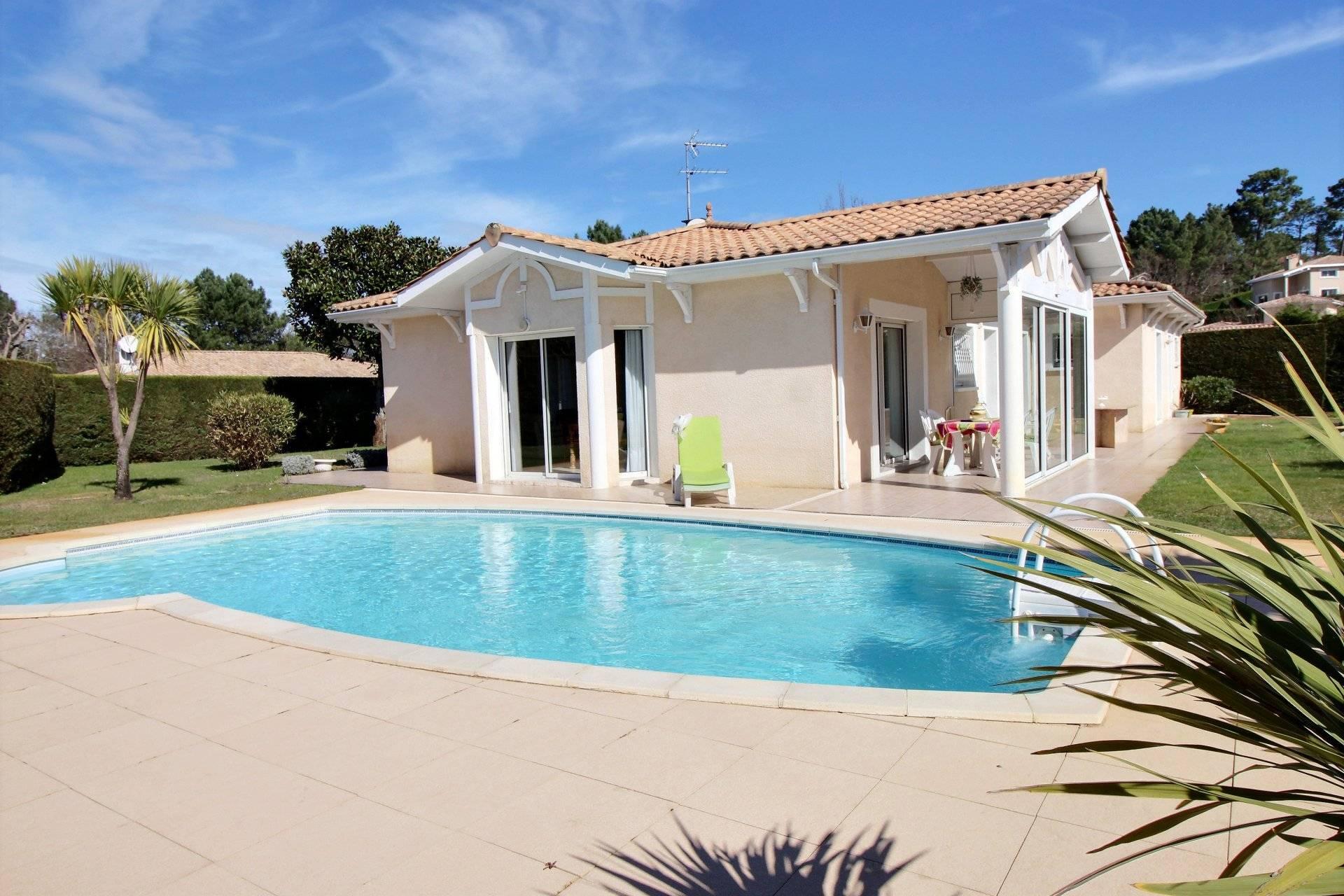Maison de plain pied avec piscine à vendre BASSIN D'ARCACHON