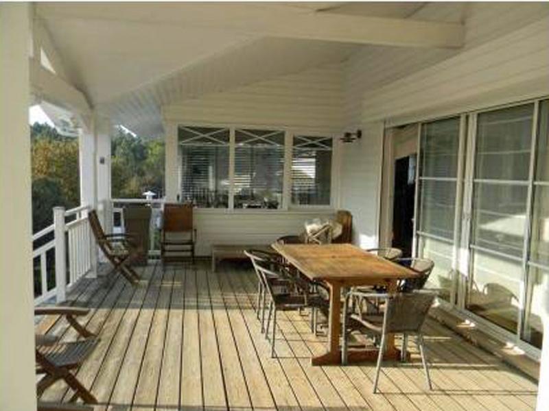 terrasse en bois villa donnant sur terrain arboré arcachon
