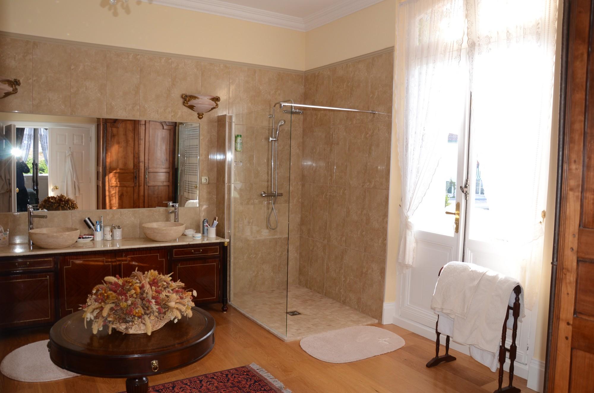 vente superbe villa historique arcachonnaise burgendia arcachon ville d 39 hiver immobilier de luxe. Black Bedroom Furniture Sets. Home Design Ideas