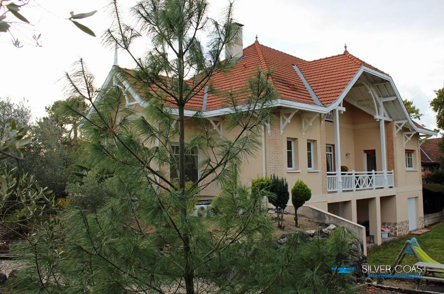 Villa arcachonnaise contemporaine avec piscine et vue for Recherche villa avec piscine