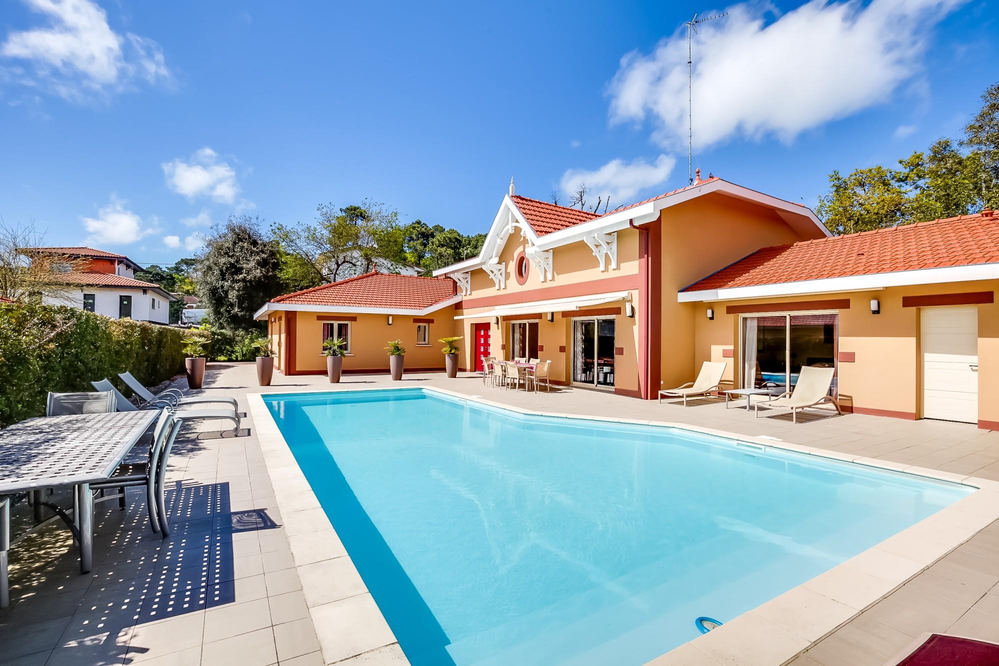 Recherche superbe villa contemporaine plage et commerces for Recherche villa avec piscine