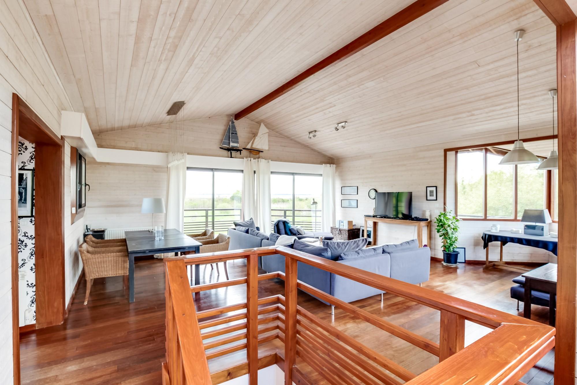 Belle villa d 39 architecte en bois proche plage vendre for Architecte arcachon