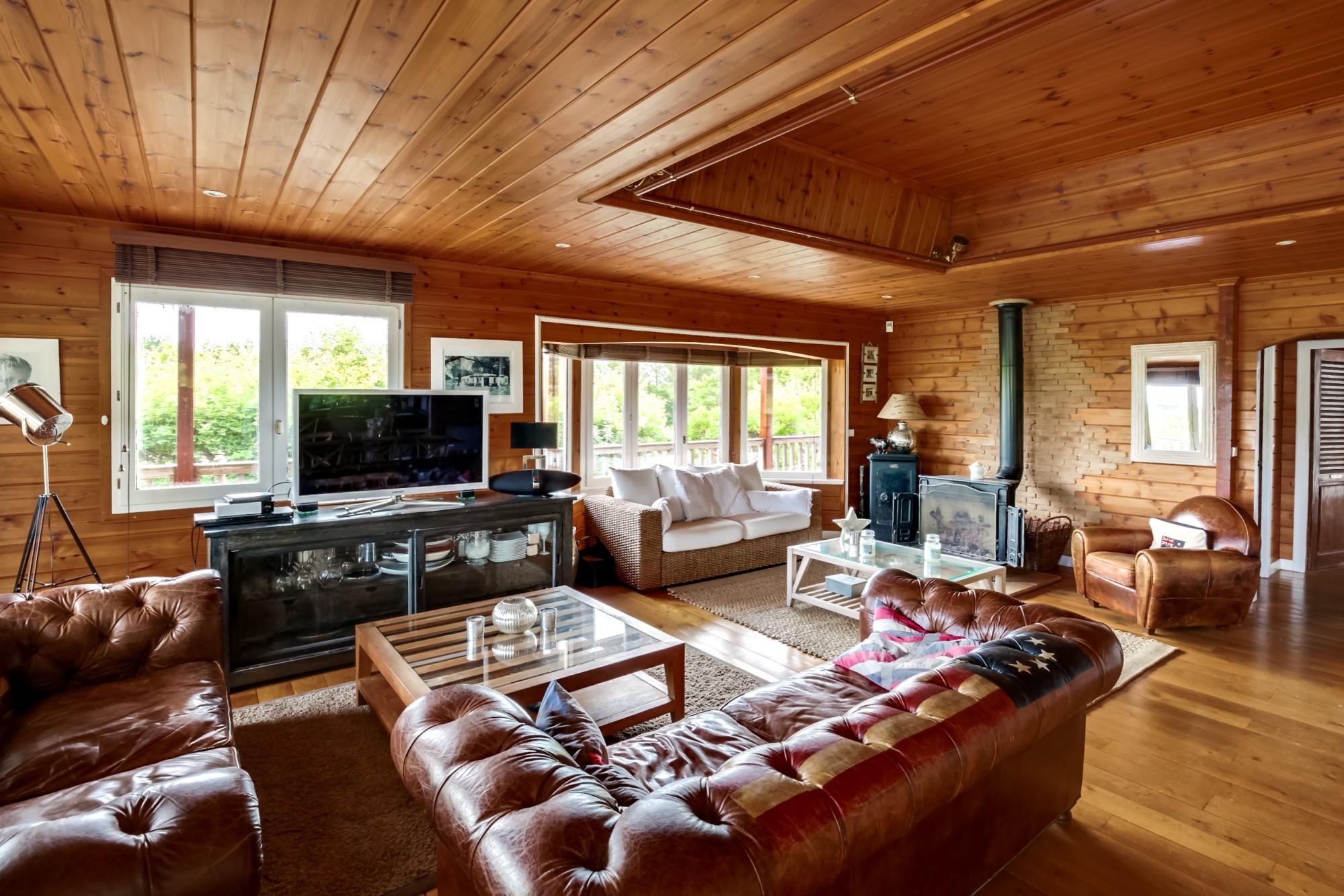 a vendre grande villa en bois avec studio indépendant Arcachon