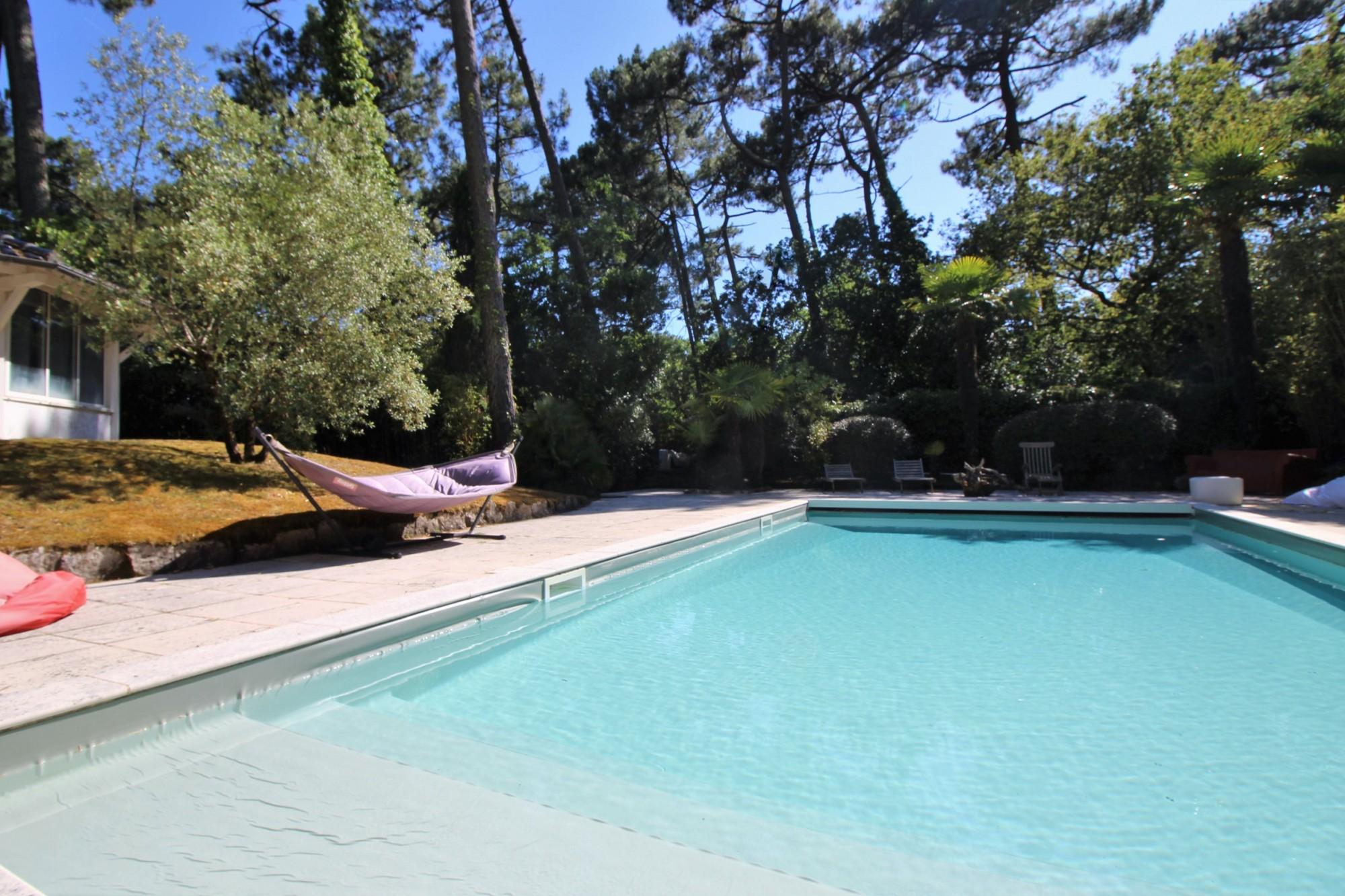 Charmante villa à vendre grande piscine pyla sur mer la corniche