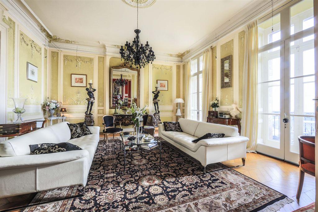 vente appartement bordeaux quai des chartrons vue sur la garonne appartement 18 me coldwell. Black Bedroom Furniture Sets. Home Design Ideas