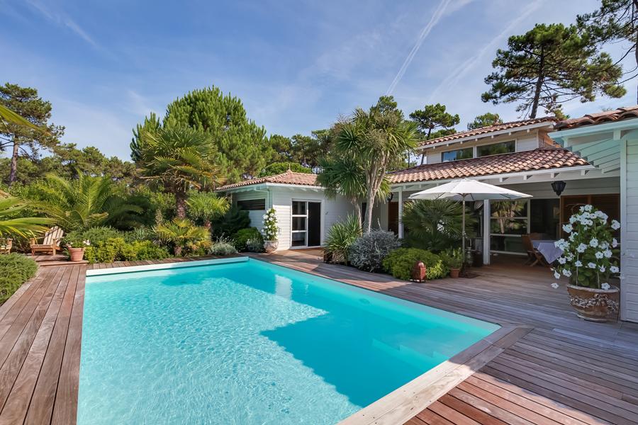 villa d 39 architecte en bois avec piscine chauff e vendre lege cap ferret le canon immobilier de. Black Bedroom Furniture Sets. Home Design Ideas