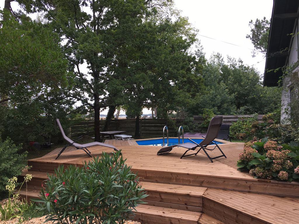 vue panoramique de la villa sur le bassin