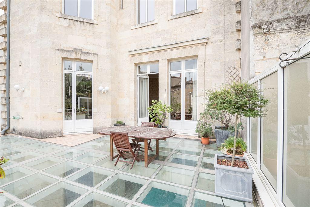 H tel particulier avec piscine int rieure bordeaux jardin for Appartement bordeaux avec piscine