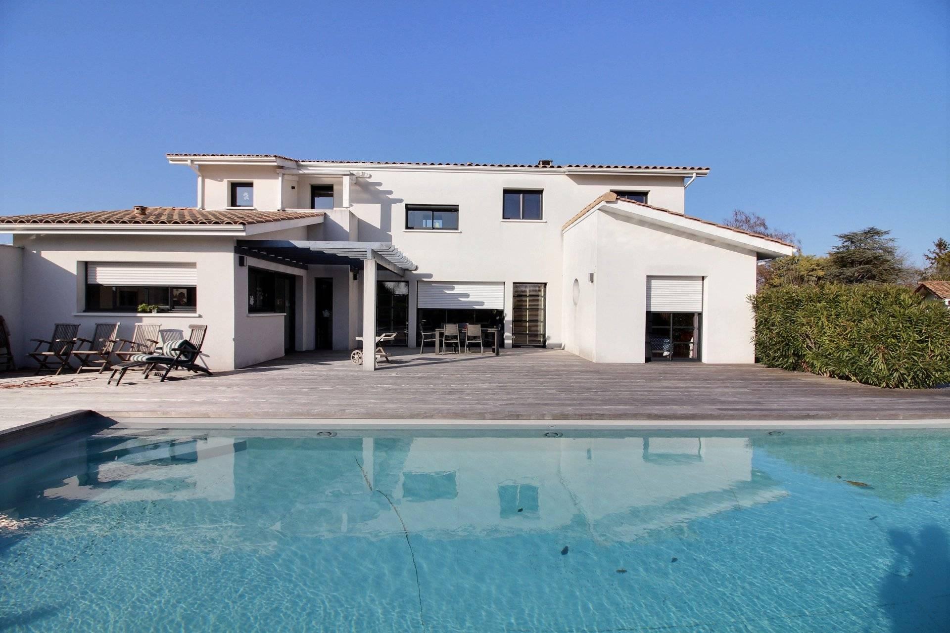 Villa contemporaine 4 chambres avec piscine à vendre GUJAN-MESTRAS
