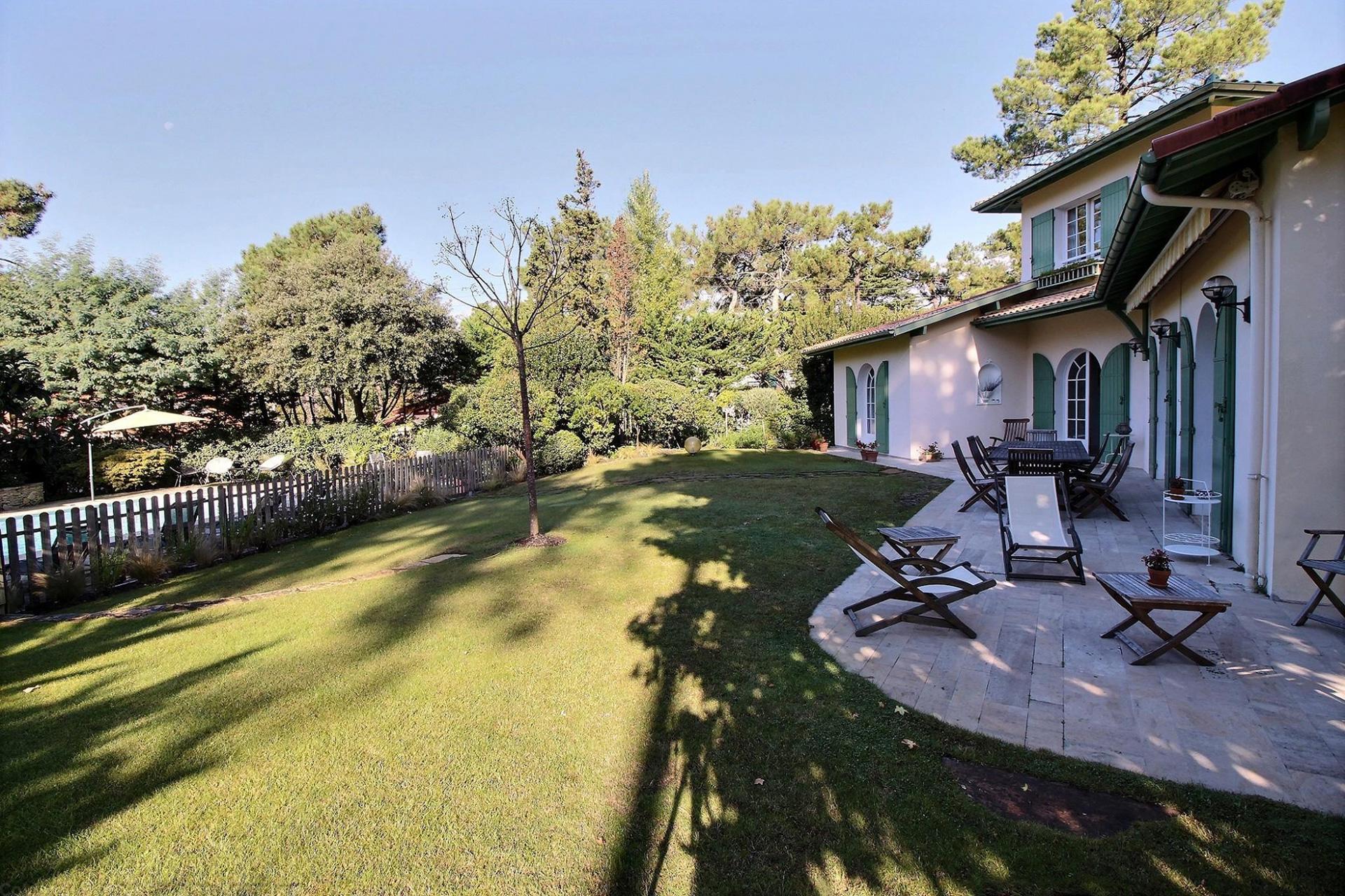 Location villa arcachon le moulleau 5 chambres 12 personnes avec piscine chauff e coldwell for Le jardin moulleau