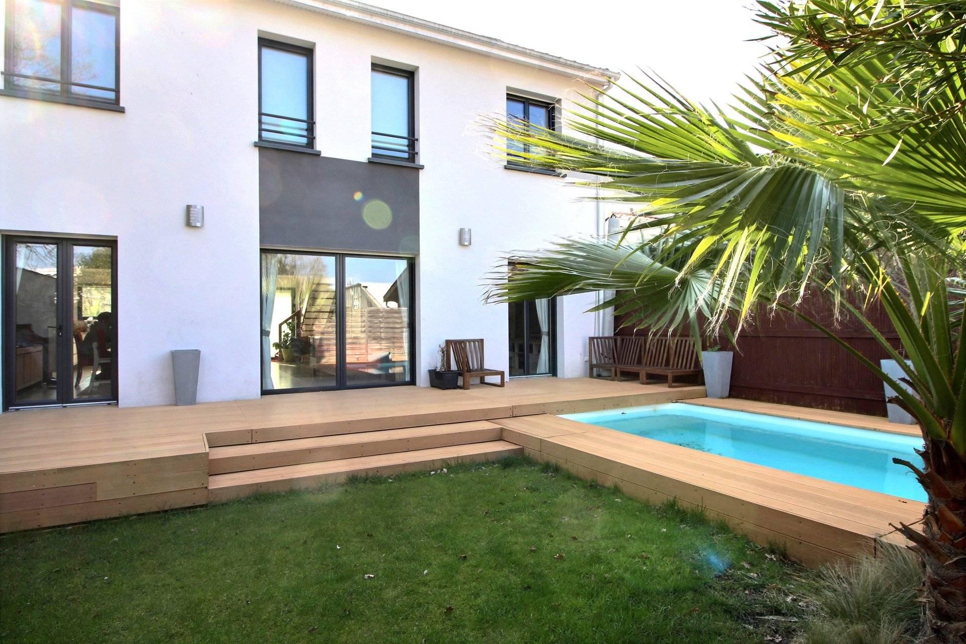 Maison contemporaine 4 chambres avec piscine a vendre proche Bordeaux Le Bouscat 33