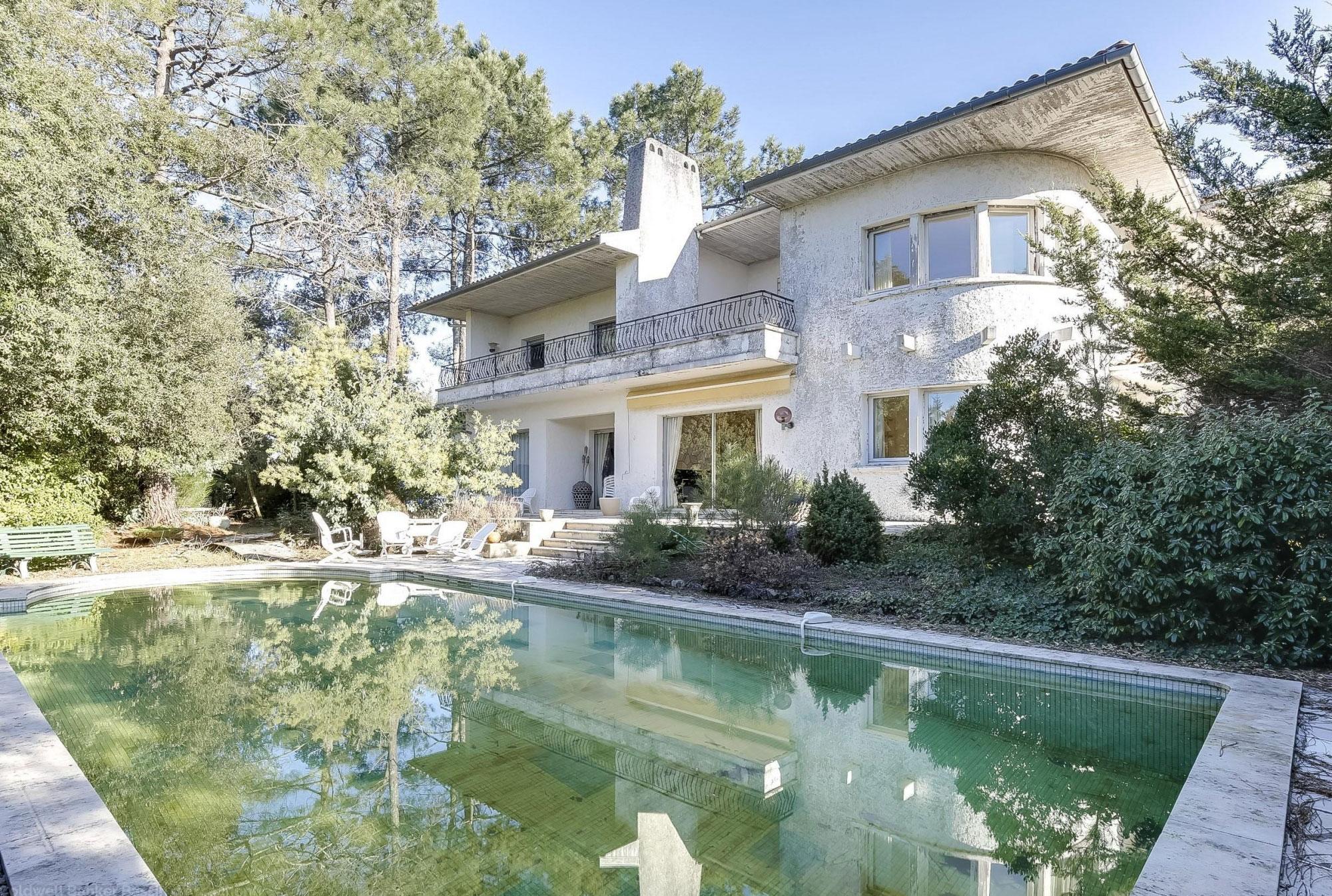 Vente villa de luxe t4 avec piscine et vue panoramique for Vente accessoire bassin