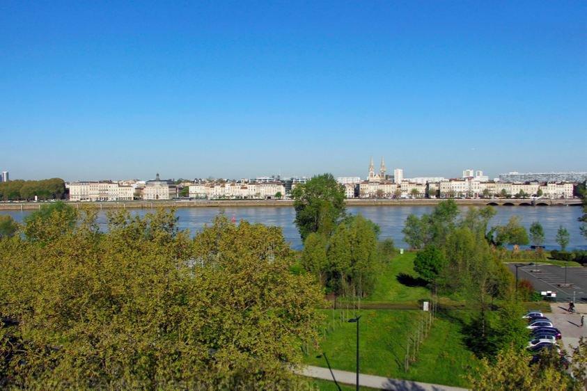 Appartement neuf de plus de 100 m avec vue sur le fleuve for Logement sur bordeaux