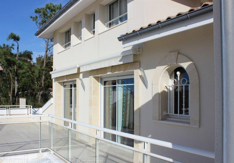 recherche villa contemporaine avec nombreuses chambres en vente Pyla sur Mer