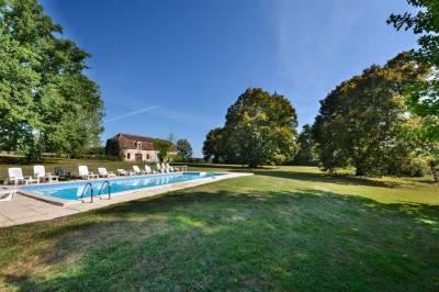 Acheter un chateau du 19ème en très bon état avec piscine proche de Bergerac