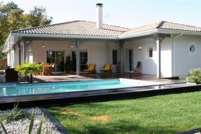 villa de plain pied à vendre à Gujan Mestras 3 chambres et une piscine au calme