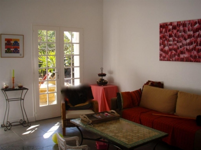 Achète villa rénovée dans un quartier résidentiel