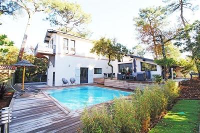 Vente de maisons et appartements de prestige sur le bassin for Recherche villa avec piscine