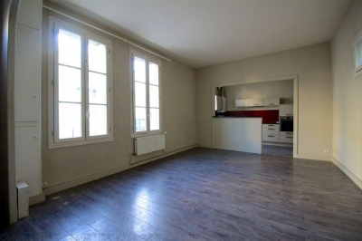 Maison en pierre à vendre Bordeaux Chartrons avec 2 chambres et une mezanine