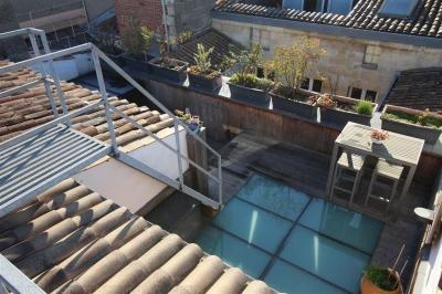 Appartement atypique sur bordeaux avec terrasse et vue dégagée